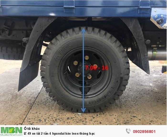 IZ 49 xe tải 2 tấn 4 hyundai kèo inox thùng bạc 4