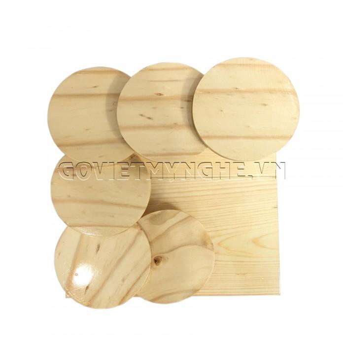 + Khay gỗ bậc thang được làm từ chất liệu gỗ Thông tự nhiên, chất lượng gỗ đạt tiêu chuẩn vệ sinh an toàn thực phẩm và xuất khẩu sang nhiều nước.  + Khay gỗ bậc thang tròn kích thước: Dài 21cm x Rộng 21cm x Cao 11cm. GIÁ: 310.000₫   + Kích thước từng bậc thang: Φ7.5cm