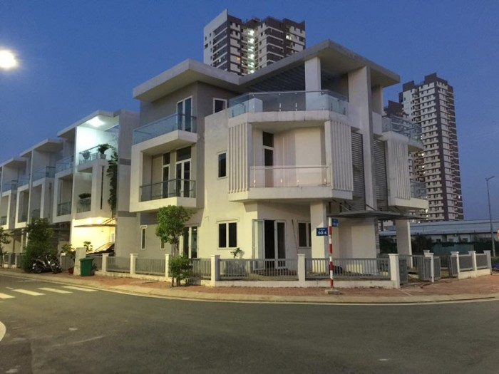 Bán Căn Nhà phố ngay trung tâm quận, mặt tiền Đường Trần Đại Nghĩa, SHR