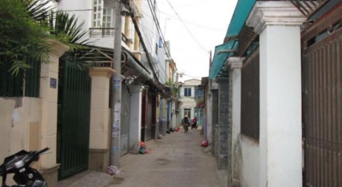 Bán nhà sau lưng chợ Bình Chánh, sổ hồng riêng.