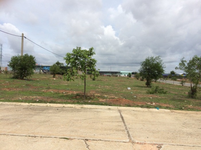 Tôi có mấy miếng đất ở Mỹ Phước cần bán lại gấp, gần TTHC Bến Cát, bao sổ sách