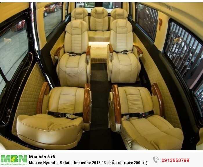 Mua xe Hyundai Solati Limousine 2018 16 chỗ, trả trước 200 triệu, giao xe ngay