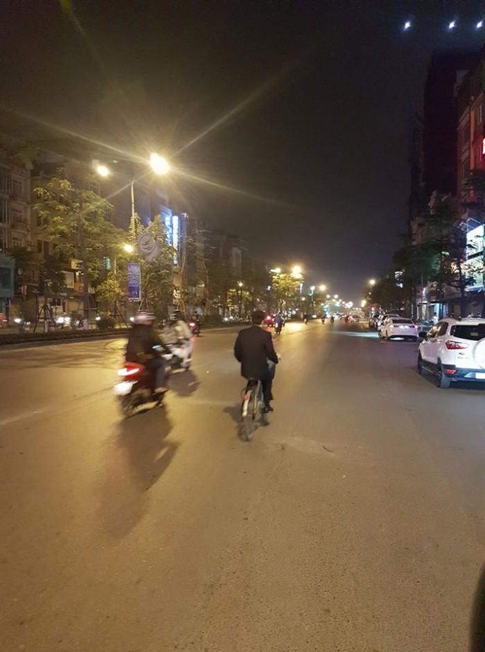 Bán nhà mặt phố Xã Đàn, 2 mặt phố, 120m2 6T thang máy ,VỈA HÈ 8m