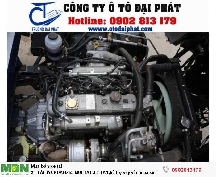 Xe tải Hyundai IZ65 chạy trên nền động cơ Isuzu cải tiến theo tiêu chuẩn khí thải Euro 4 thân thiện với môi trường. Động cơ JE493ZLQ4, 4 kỳ, 4 xi lanh thẳng hàng, tăng áp đạt công suất tối đa 78 kW/ 3400 v/ph giúp xe hoạt động mạnh mẽ, vận hành bền bỉ và tiết kiệm nhiên liệu. Nâng cao năng suất hoạt động và tăng hiệu quả kinh tế cho người sử dụng. Hệ thống cầu sau