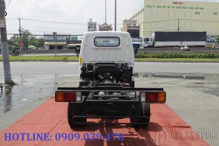 Giá xe tải Hyundai 2t4 thùng bạt 7