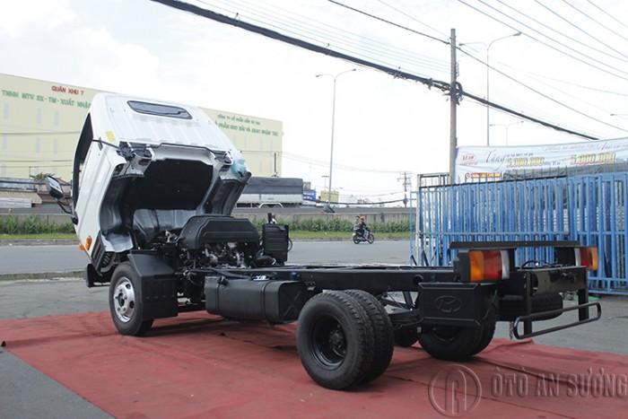 Giá xe tải Hyundai 2t4 thùng bạt