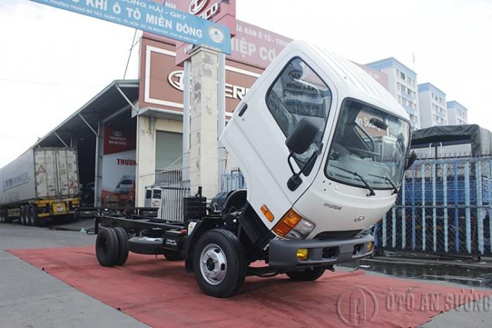 Giá xe tải Hyundai 2t4 thùng bạt 2