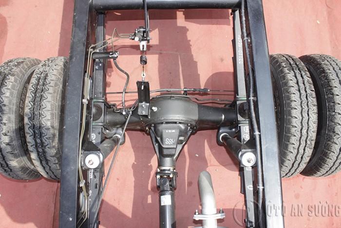 Giá xe tải Hyundai 2t4 thùng bạt 5