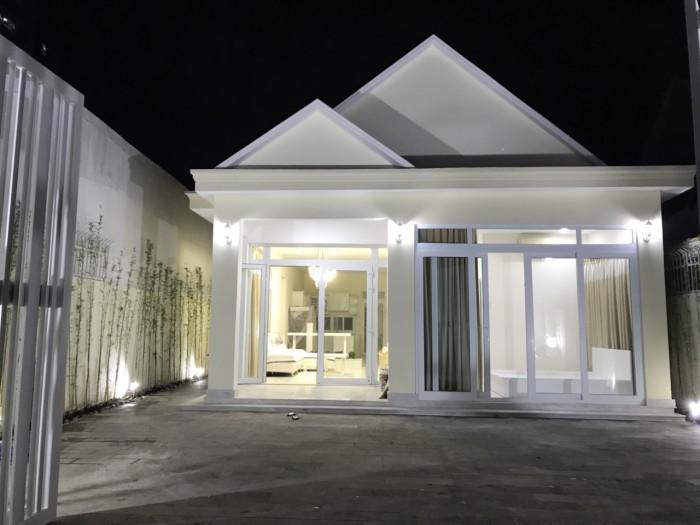Bán biệt thự sân vườn đẹp đường 65 Thảo Điền full nội thất