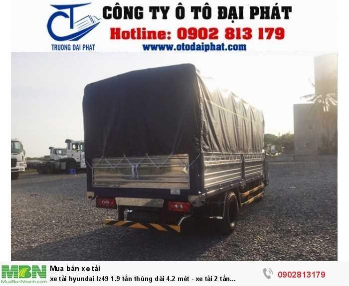 Xe tải hyundai IZ49 mui bạt có kích thước thùng dài 4210 x 1810 x 670/1775 mm, thùng được đóng chắc chắn bằng inox 304 và bạt được may tỉ mỉ  3 mãnh thuận lợi trong việc vận chuyển hàng hóa chuyên dụng và trong việc bảo quản hàng hóa.