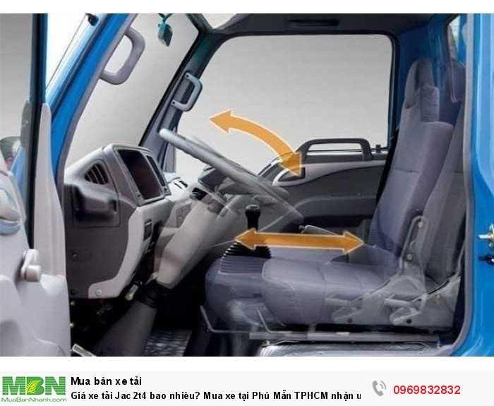 Nội thất trang bị tiện nghi trên xe tải Jac 2t4 - gọi ngay Mr Độ 0969 832 832 (24/24)  hỗ trợ mua xe trả góp tốt nhất!