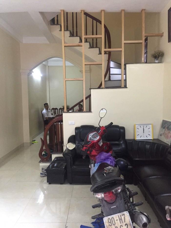 Bán nhà 2 tầng cực rẻ tại Long Biên. DT 40m2
