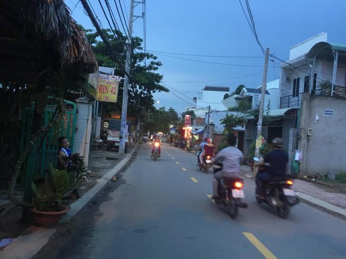 Bán gấp 100m2 đất Ngay MT đường 42 P Bình Trưng Đông Thuận tiện KD chỉ 6,7 tỷ