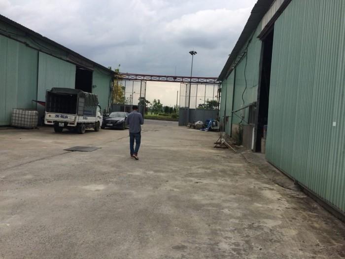 Cho thuê kho xưởng 300m2 đường container vào tại Trâu Qùy, Gia Lâm, QUÁ RẺ!