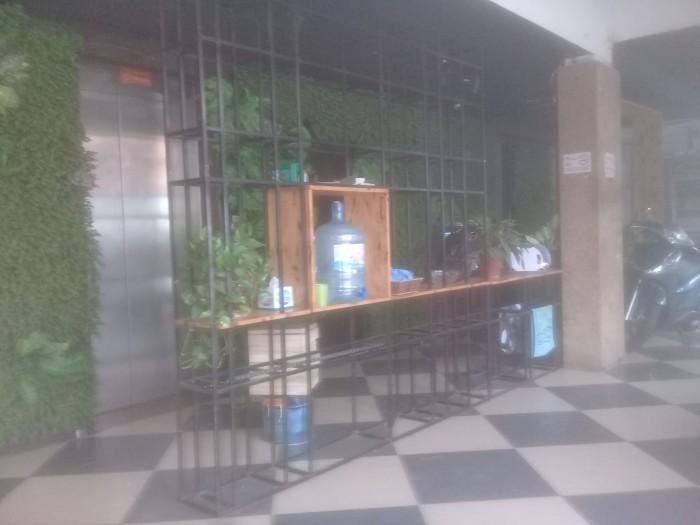 Cho thuê nhà hàng ăn uống (hoặc cà phê) DT 120 m2 x 3 tầng hai mặt tiền (16 m + 8 m) có thang máy Q.Hà Đông HN