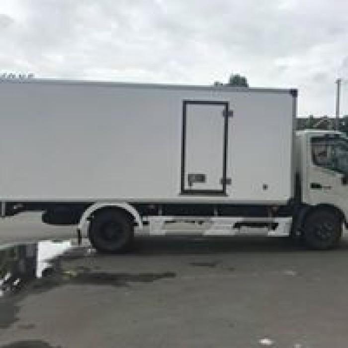 Xe tải Hino XZU720 4 tấn Tấn, thùng đông lạnh, giá tốt nhất hiện nay