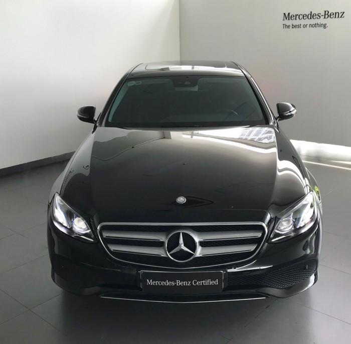 Bán Mercedes-Benz E250 CŨ 2018 đen chính hãng, lướt 18 km
