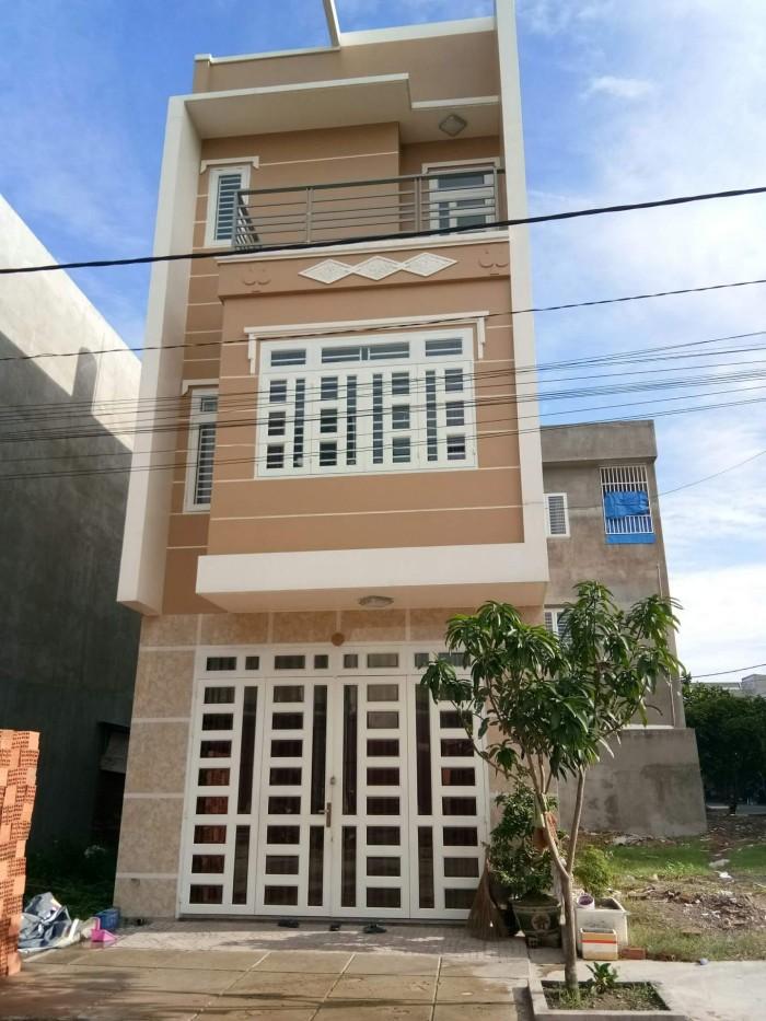 Nhà 1 trệt, 2 lầu, xây dựng kiên cố, thiết kế hiện đại, đường nhựa 12m, ngang chuẩn 5m