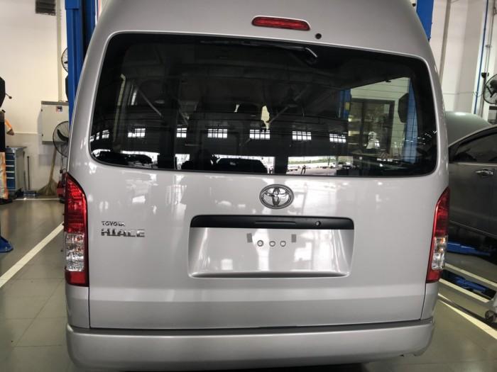 Toyota Hiace 3.0L số sàn 15 chỗ màu bạc giao ngay
