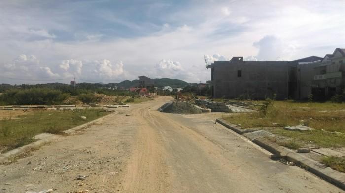 Đất khu hạ tầng kỹ thuật gần cầu vượt, đường qh 13m