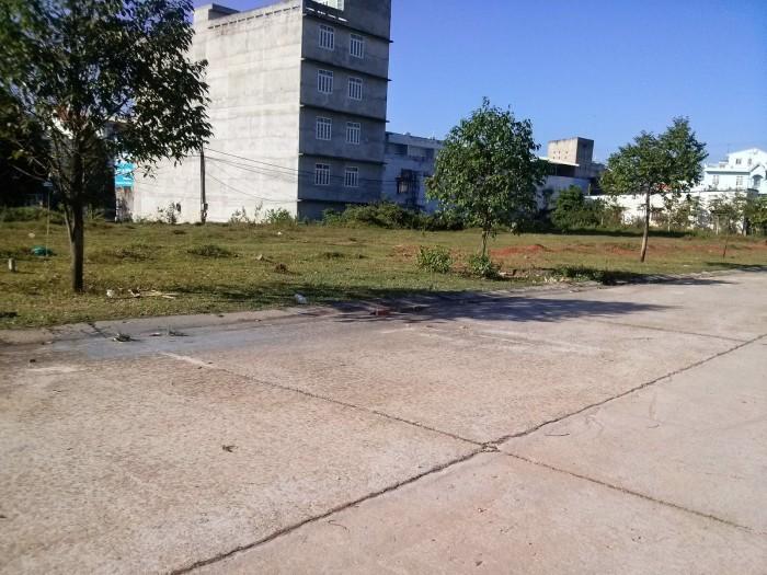 Cần tiền cho con đi du học bán gấp lô đất 300m2 giá rẻ, vị trí đẹp, khu vục đông dân cư