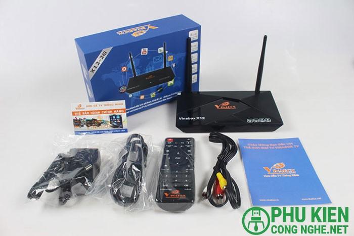 Phụ kiện đi kèm  Như những chiếc Android TV Vinabox khác, phụ kiện đi kèm gồm có một quyển hướng dẫn sử dụng hỗ trợ cho những người dùng chiếc Android TV Vinabox lần đầu. Một phiếu bảo hành chính hãng, một cable HDMI dùng kết nối với TV, mục cục sạc và một chiếc remote.2