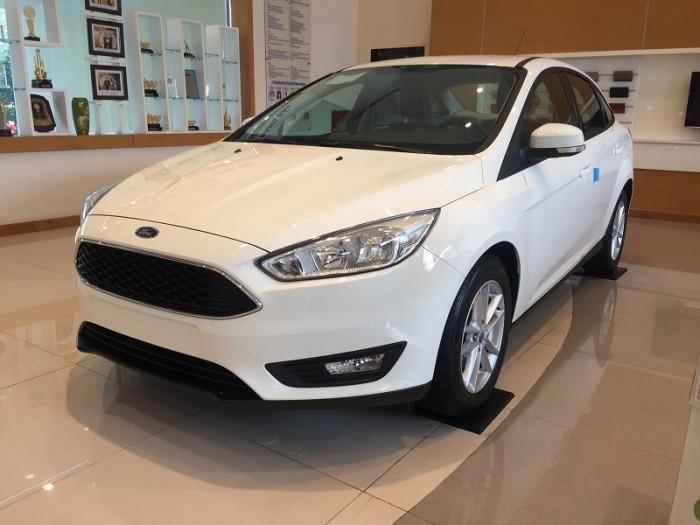 Thăng Long Ford cần bán xe Ford Focus 2018 số tự động 5 chỗ tháng 8 này