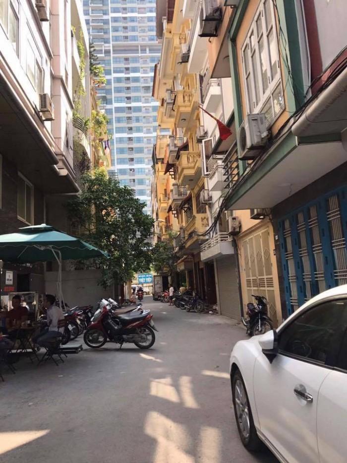 Cho thuê nhà mặt phố Trần Khát Chân 22mx2 tầng