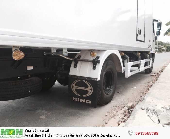 Xe tải Hino 6.4 tấn thùng bảo ôn, trả trước 200 triệu, giao xe ngay