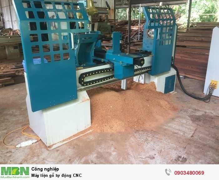 Máy tiện gỗ tự động CNC0