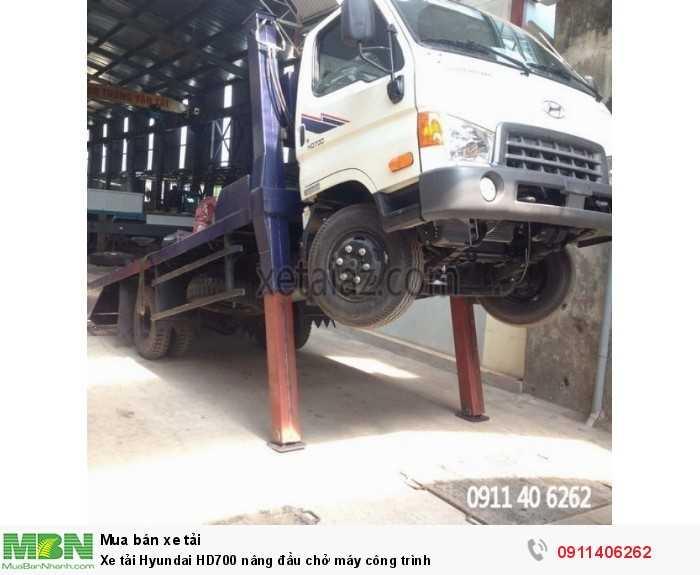 Xe tải Hyundai HD700 nâng đầu chở máy công trình 4