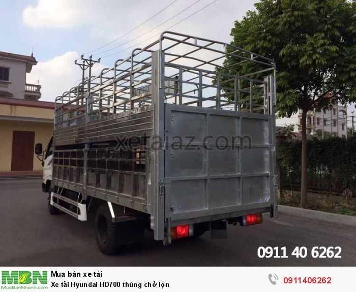 Xe tải Hyundai HD700 thùng chở lợn 3