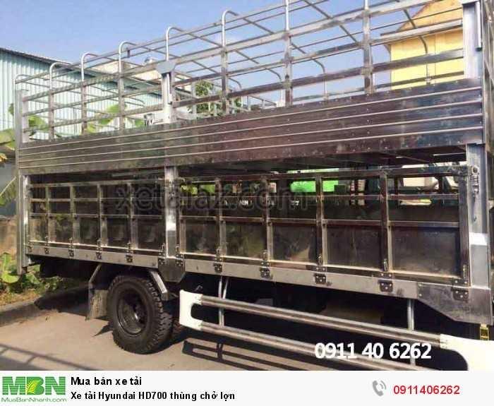 Xe tải Hyundai HD700 thùng chở lợn 2