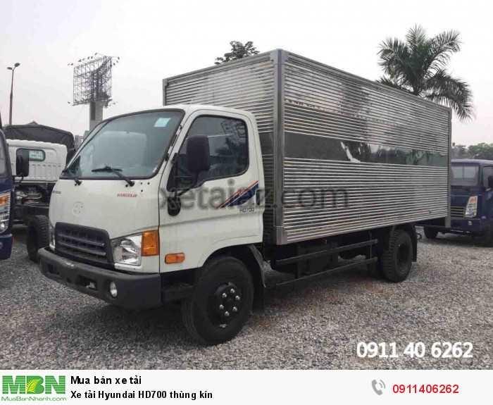 Xe tải Hyundai HD700 thùng kín 2