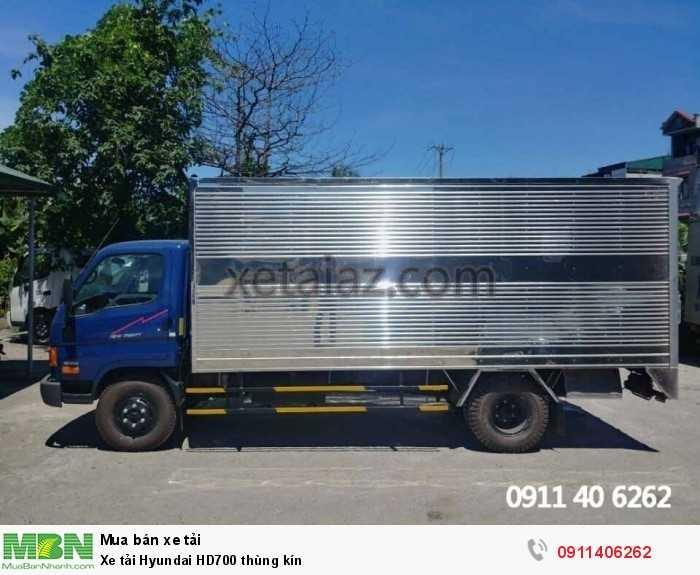 Xe tải Hyundai HD700 thùng kín 3