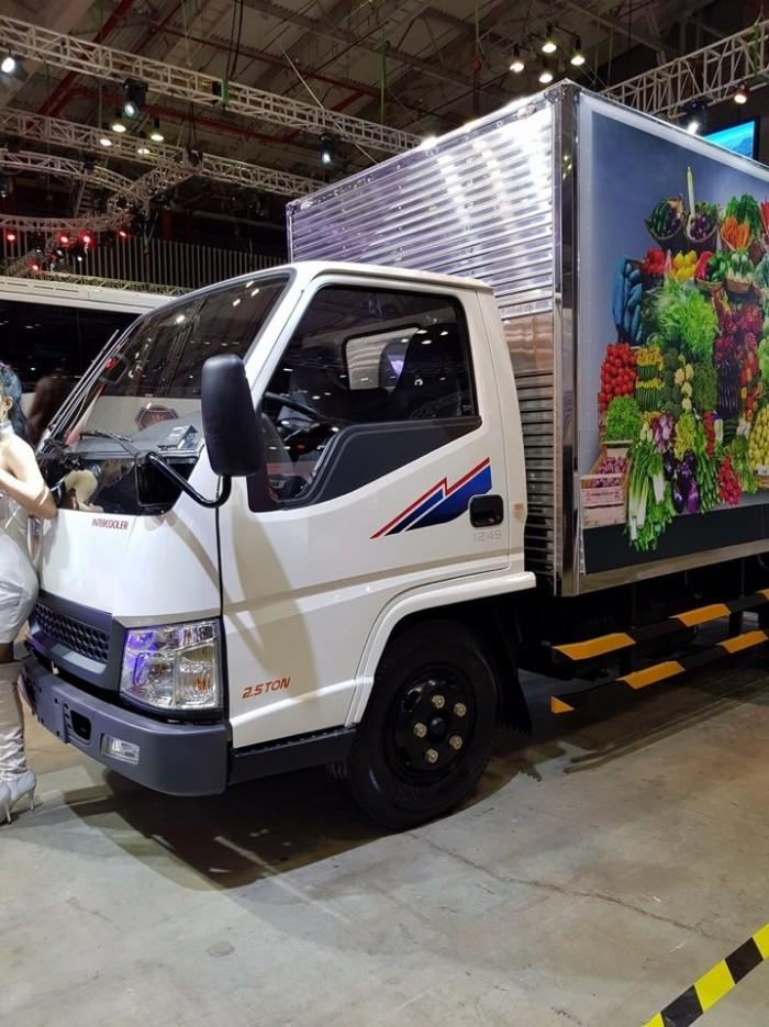 Bán xe tải Hyundai IZ49 thùng kín inox, tải 2.5 tấn, trả trước 80 triệu, giao xe ngay - Gọi 0978015468 (Mr Giang 24/24)
