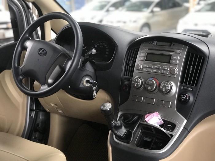 Bán Hyundai Starex 2.5MT số sàn máy dầu 9 chỗ màu ghi xám nhập Hàn Quốc 2015 biển Sài Gòn lăn bánh 40.000km