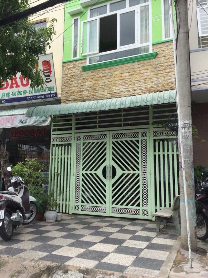 Bán nhà 1 trệt 1 lầu mặt tiền đường Trần Phú nhà còn mới .