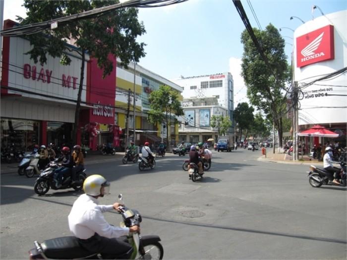Bán nhà 2 MT đường Trần Quốc Toản, P. 14, Q. 3, DT: 10x13m, trệt, xây 5 lầu, đang cho thuê 120tr/tháng.