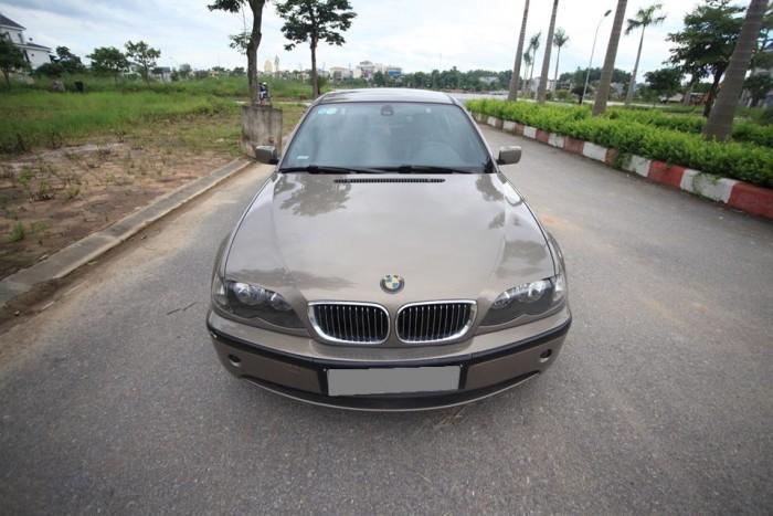 Gia đình cần bán BMW 318i, sx2004, màu xám, xe nhà giữ kỉ, còn khá đẹp