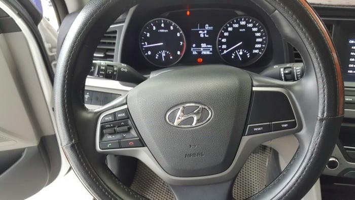 Bán Hyundai Elantra GLS 1.6MT màu trắng số sàn sản xuất 2016 biển Sài Gòn lăn bánh 29000km
