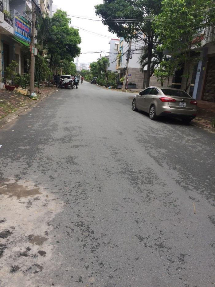 Bán nhà phố mặt tiền đường 12m khu Nam Long Phú Thuận Quận 7