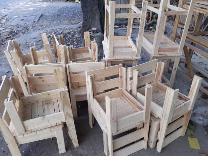 Bộ bàn ghế cafe gỗ thông giá rẻ.4