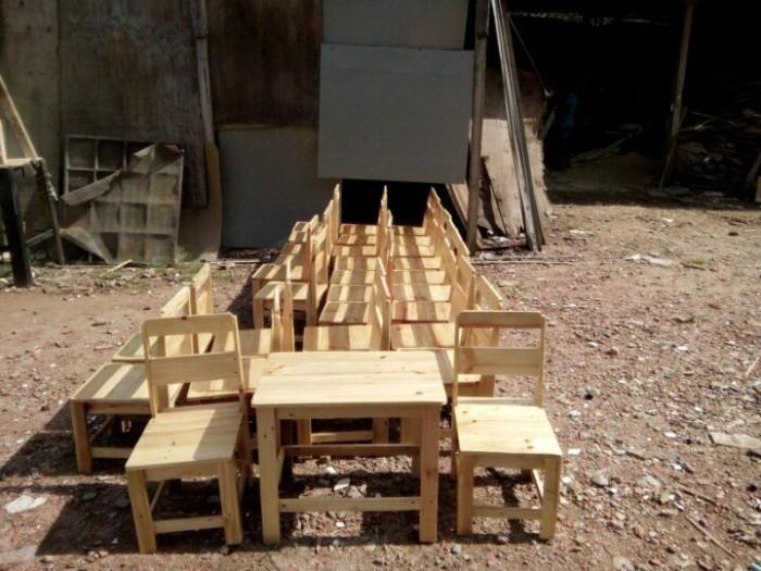 Bộ bàn ghế cafe gỗ thông giá rẻ.5