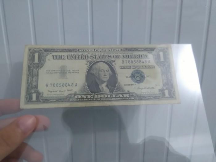 Tờ tiền bạc đầu tiên được sản xuất vào năm 19573