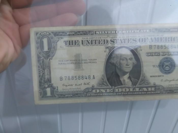 Tờ tiền bạc đầu tiên được sản xuất vào năm 19572
