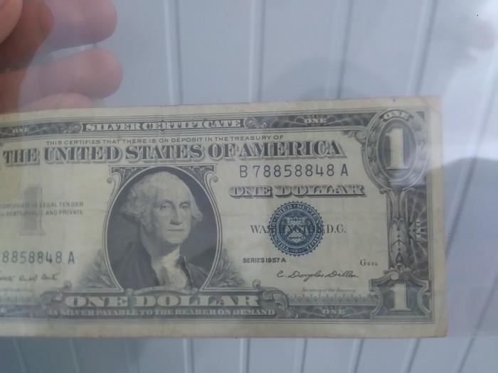 Tờ tiền bạc đầu tiên được sản xuất vào năm 19570