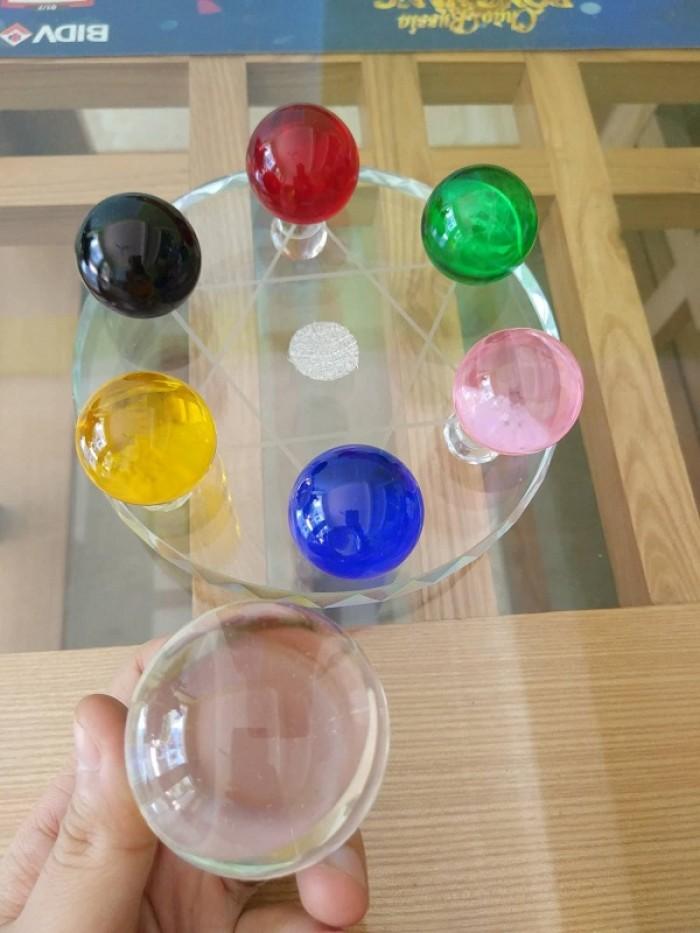 Chất liệu: Pha lê Kích thước: đĩa đường kính 15cm, viên cầu to 5cm, cầu bé 3,5cm Màu sắc chọn màu theo mệnh, liên hệ shop2