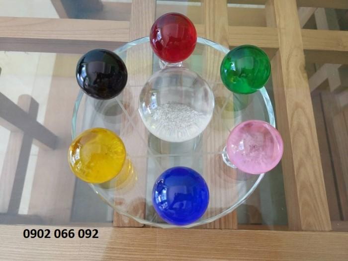 Chất liệu: Pha lê Kích thước: đĩa đường kính 15cm, viên cầu to 5cm, cầu bé 3,5cm Màu sắc chọn màu theo mệnh, liên hệ shop0