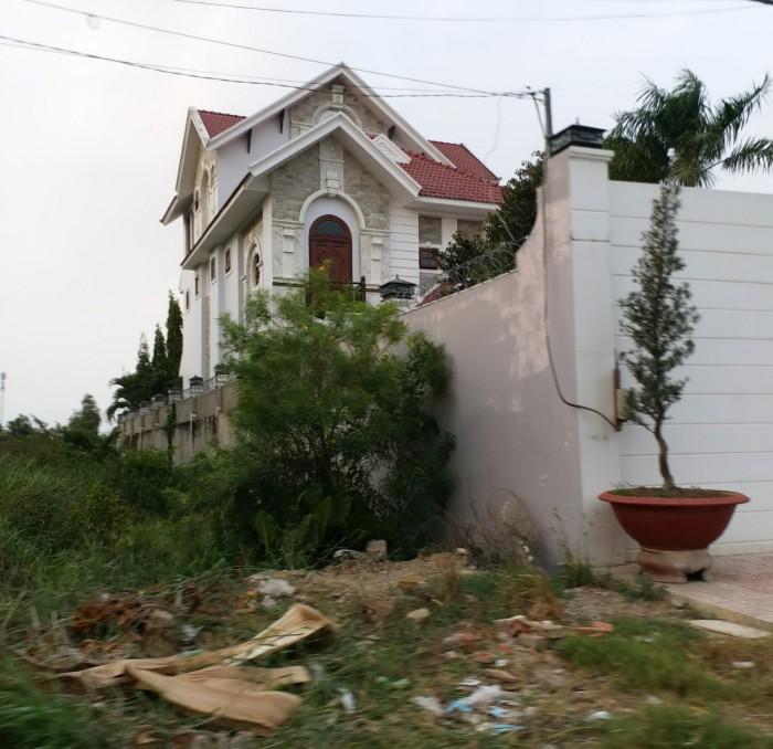Bán đất kế bên biệt thự, với dt 968m2, shr, ngay trung tâm thị trấn Củ Chi.